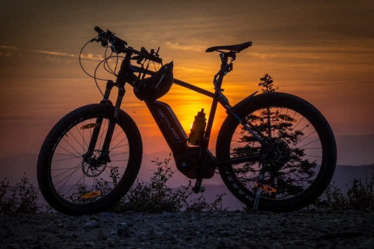 Ebike Tour während der untergehenden Abendsonne